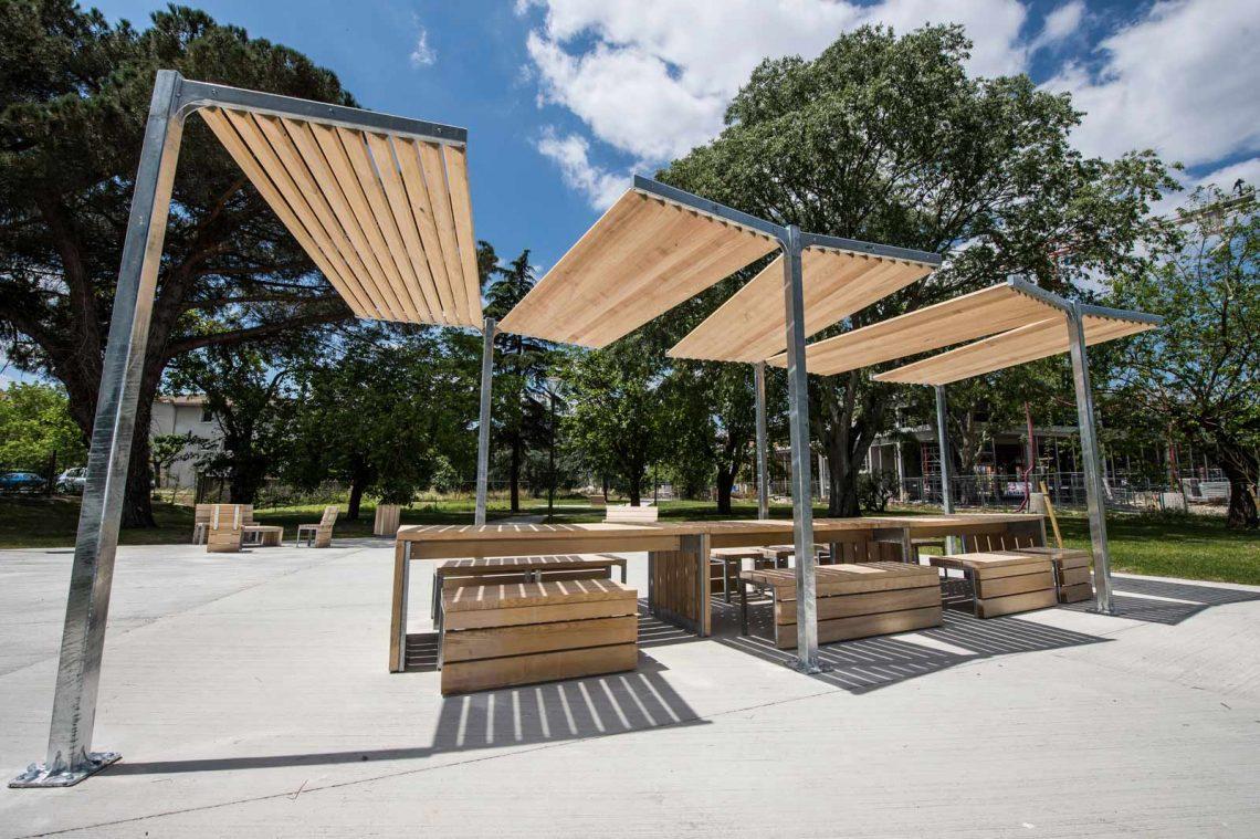 Le bois est-il un bon matériel pour du mobilier urbain ?